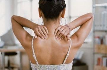 Боль в правом боку под ребрами отдает в шею
