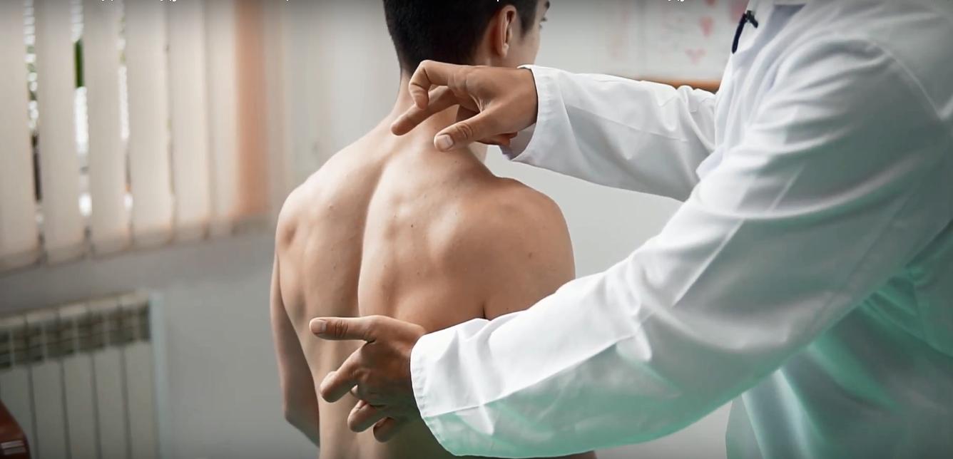 О чем может свидетельствовать боль в спине в области лопаток