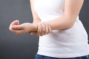 Болит правая рука
