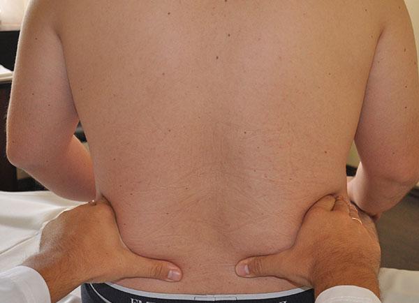 Біль у нижній частині спини праворуч