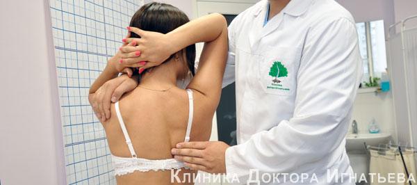 Тренировка в тренажерном зале при остеохондрозе шейного отдела